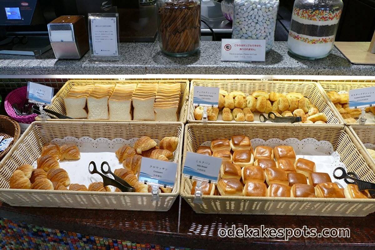 ホテルユニバーサルポート 朝食バイキング パン