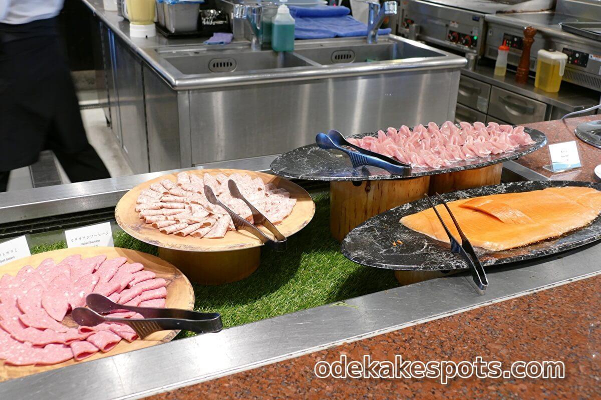 ホテルユニバーサルポート 朝食バイキング サーモン