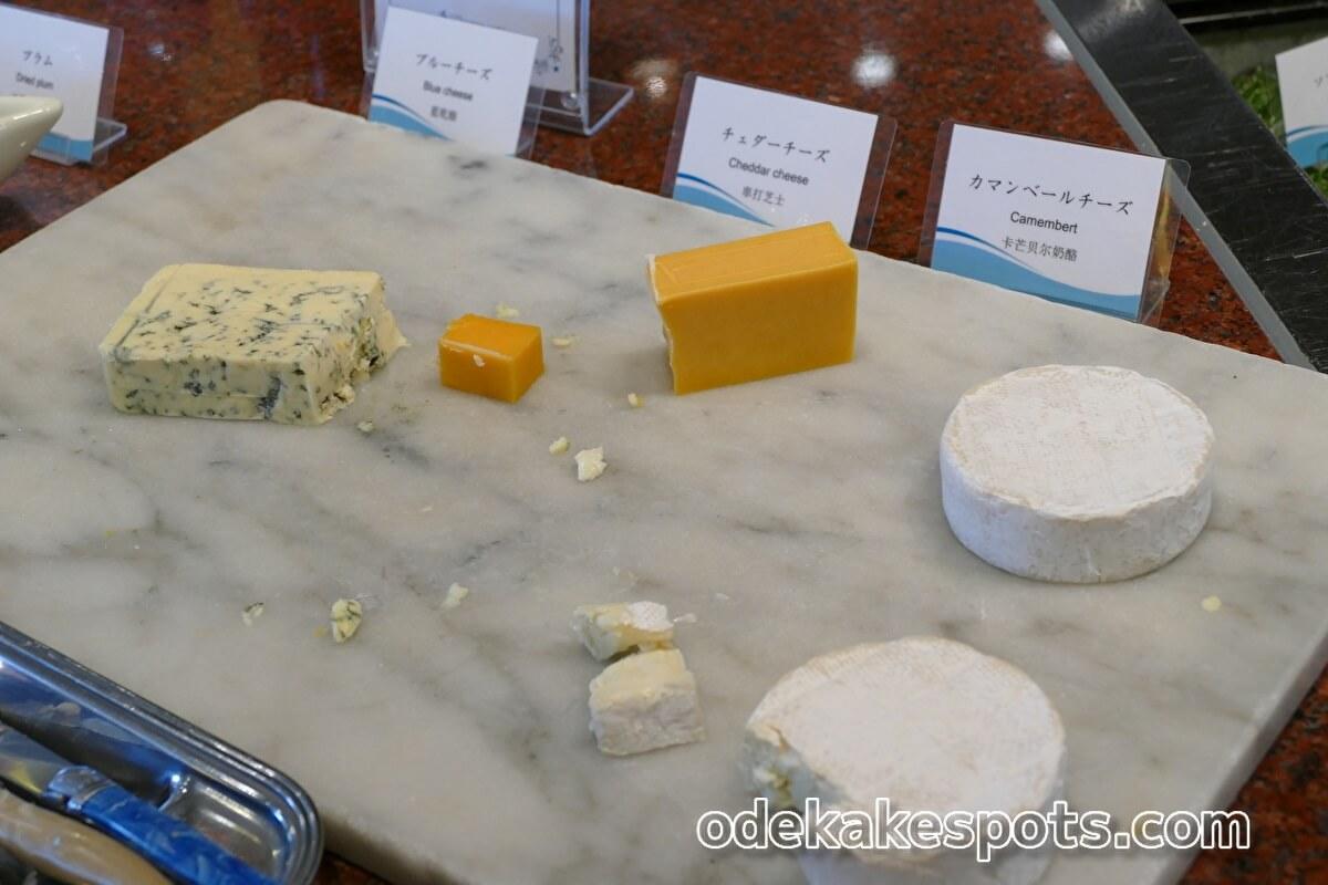 ホテルユニバーサルポート 朝食バイキング チーズ